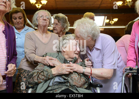 One hundred 100 year old woman celebrating birthday with other elderly care home residents in Uk Bessie Dodsworth - Stock Photo