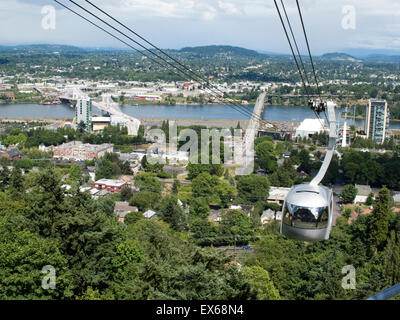 Portland, Oregon, USA. View of the city from the Portland Aerial Tram or OHSU aerial tramway on a sunny day. - Stock Photo