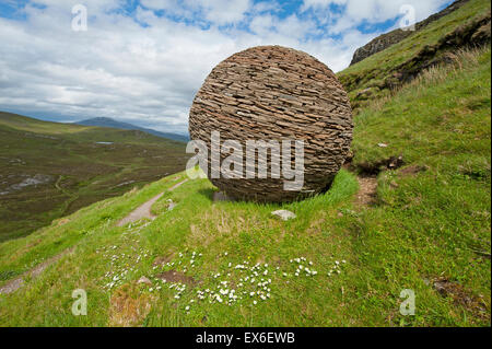 Cul Mor and the Globe artwork made by Joe Smith from Moine Shist at Knockan Crag, NW Scotland.  SCO 9908. - Stock Photo
