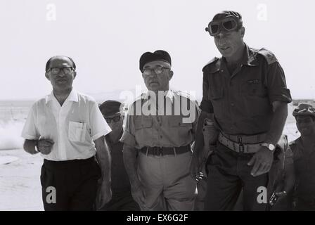Menachem Begin, Israeli Prime Minister Levi Eshkol and General Yeshayahu Gavish, during the six day war 1967 - Stock Photo
