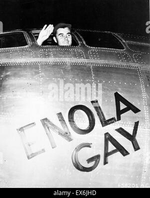 Colonel Paul Tibbets waving from the Enola Gay's cockpit. The Boeing B-29 on 6 August 1945, during the final stages - Stock Photo