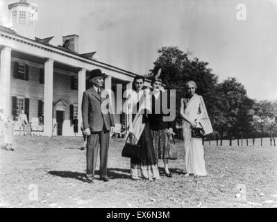 Jawaharlal Nehru Prime Minister of India with his daughter Indira Gandhi and his sister at Mount Vernon, in USA - Stock Photo