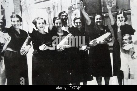 A small group of nationalist war widows making a fascist salute as their town is taken by Francoist forces during - Stock Photo