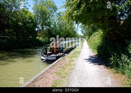 Narrow Boats on the Kennet and Avon Canal, Devizes, Wiltshire, United Kingdom. - Stock Photo