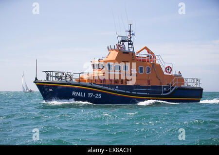 Yarmouth Town based Severn-class Lifeboat Eric and Susan Hiscock (Wanderer) in the Solent during the 2015 Round - Stock Photo
