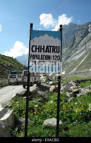 CHHATRU, HIMACHAL PRADESH, NORTHERN INDIA - 29 JUNE 2013: Chhatru is a popular rest stop on the journey between - Stock Photo