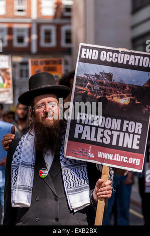 London, UK. 10 July 2015.  Demonstrators gather outside the BBC building near Oxford Circus at the start of the - Stock Photo