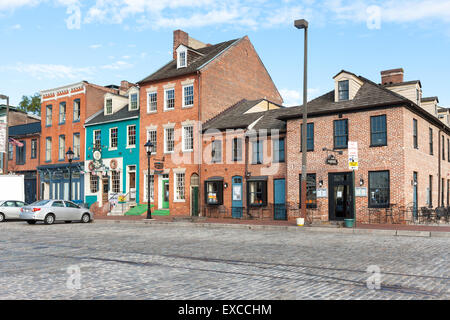 Mixed-use buildings on Thames Street in the historic Fell's Point neighborhood in Baltimore, Maryland. - Stock Photo