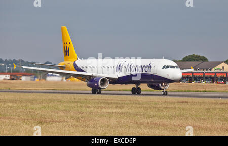 Monarch Airlines Airbus a321 G-ZBAL taking off from London-Luton Airport LTN - Stock Photo