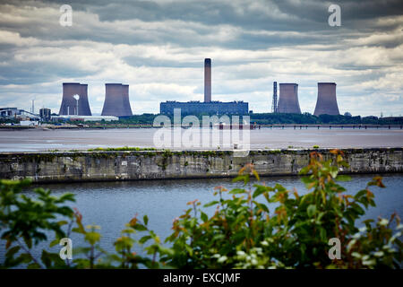 Runcorn is an industrial town and cargo port in Halton, Cheshire, UK.  Pictured  Fiddlers Ferry Power Station is - Stock Photo