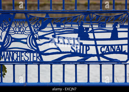 Runcorn is an industrial town and cargo port in Halton, Cheshire, UK.  Pictured Railings along the River Mersey - Stock Photo