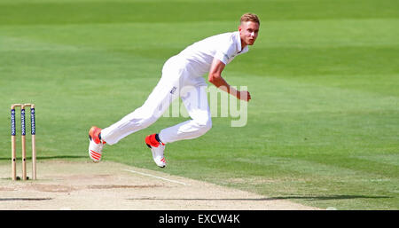 Cardiff, Wales, UK. 11th July, 2015. Stuart Broad of England bowling during day four of the 1st Investec Ashes Test - Stock Photo