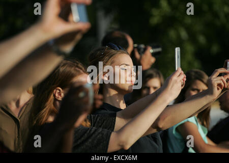 London, UK. 11th July, 2015. Tourists take selfies, pictures close to the Houses of Parliament in Westminster during - Stock Photo