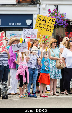 Henley-on-Thames, UK. 11th July, 2015. Young girls in a crowd of demonstrators hold home-made placards in a peaceful protest march for the 'Save Our Beds' campaign in Henley-on-Thames, Oxfordshire, England, on Saturday 11 July 2015, protesting against the Oxfordshire Clinical Commissioning Group's plans for its new health campus, Townlands Hospital.  The new hospital was originally planned to have 18 beds, now changed to 5 beds in a care home to be built next to the hospital, which would leave Townlands without any beds for 6 months. Credit:  Graham Prentice/Alamy Live News