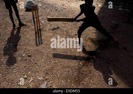 Dhaka, Bangladesh. 12th July, 2015. July 12, 2015 - Dhaka, Bangladesh - Children are playing cricket. © Mohammad - Stock Photo