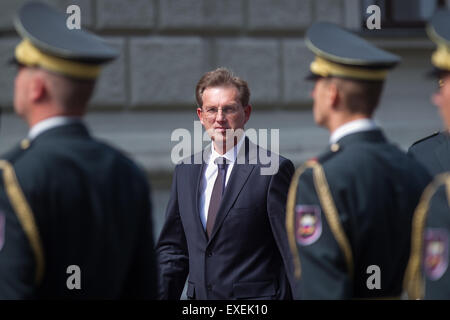 Slovenia, Ljubljana, 13th July, 2015. NATO Secretary General Jens Stoltenberg is welcomed with an official ceremony - Stock Photo