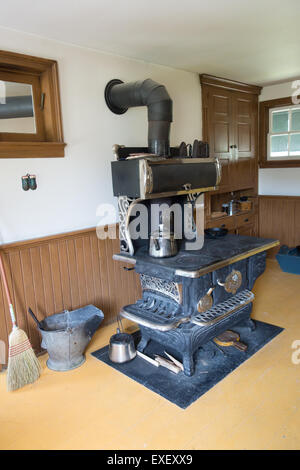 1900 Mennonite home kitchen old stove vintage - Stock Photo