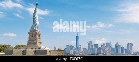 Panorama of the statue of liberty with manhattan in the backround - Stock Photo