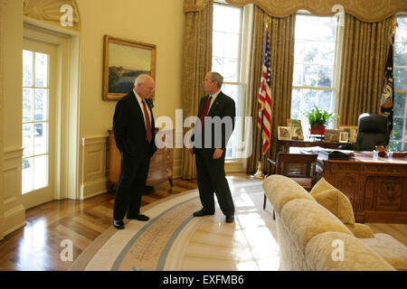 bush oval office. President Bush And Vice Cheney In The Oval Office - Stock Photo