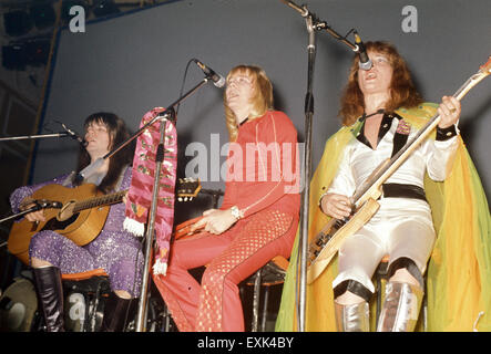 THE SWEET UK glam rock group about 1974. From left: Steve Priest, Brian Connolly, Andy Scott - Stock Photo