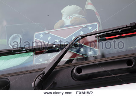Wimbledon London,UK. 15th July 2015. A trucker proudly displays the Confederate flag symbol of white supremacy and - Stock Photo