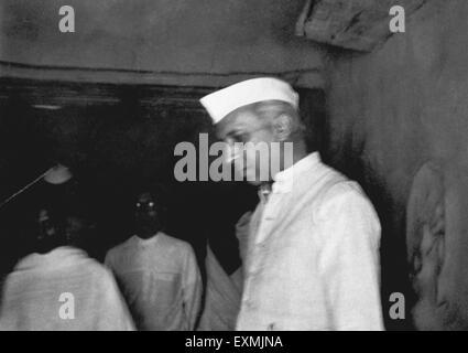 Jawaharlal Nehru in Mahatma Gandhi's hut at Sevagram Ashram ; March 1948 NO MR - Stock Photo