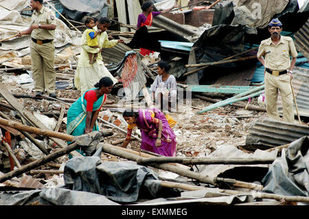 Slum dwellers remove belongings demolition of illegal slums Mankhurd Link Road Bombay Mumbai