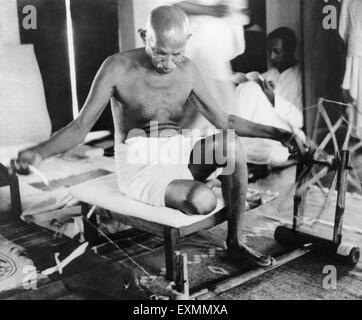 Mahatma Gandhi spinning charkha india - October 1946 - Stock Photo