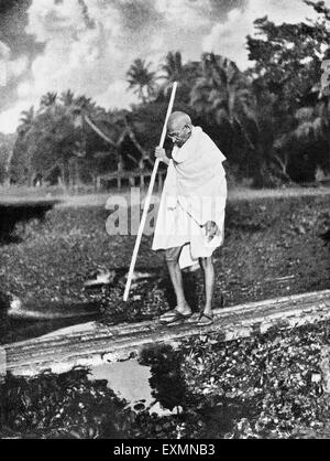 Mahatma Gandhi visit to riot affected area of Ramganj on foot, Noakhali, West Bengal, India November 25, 1946 - Stock Photo