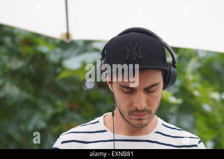 London,UK, 15th July 2015 : Dj Gacho/Ruben Cooke preforms lives in support Angus &Julia Stone  of the Somerset Series - Stock Photo