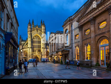 Bath Abbey at night with the Roman Baths and Pump Room to the right, Abbey Churchyard, Bath, Somerset, England, - Stock Photo
