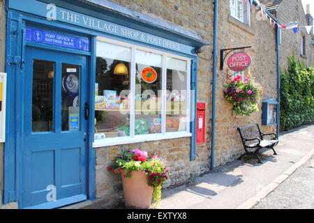 The Village shop and Post Office in Pilsley, a Chatsworth Estate village in the Peak District, Derbyshire England - Stock Photo