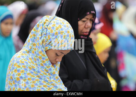 Manila, Philippines. 17th July, 2015. Filipino Muslims have their morning prayer at the Quirino Grandstand in Manila - Stock Photo