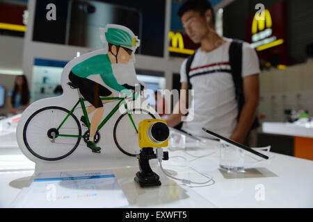 Shanghai, China. 17th July, 2015. A visitor watches sport cameras based on mobile technology during the Mobile World - Stock Photo