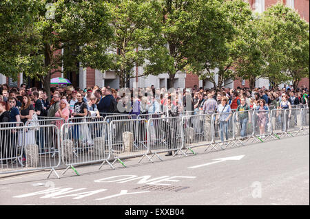 London, UK. 17 July 2015. Fans, many of whom have dressed up, gather outside Olympia in Kensington for the opening - Stock Photo