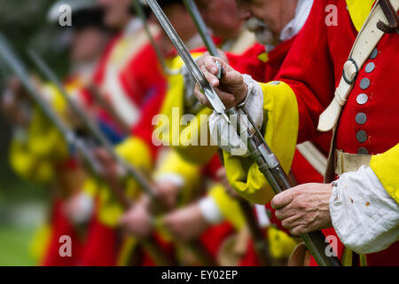 Hoghton, Preston, Lancashire, UK. 18th July, 2015.   Redcoats & musketeers, muskets firing guns gun soldiers soldiers, - Stock Photo