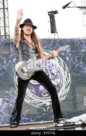 Oshkosh, Wisconsin, USA. 16th July, 2015. Guitarist REB BEACH of Whitesnake performs live at the Rock USA music - Stock Photo