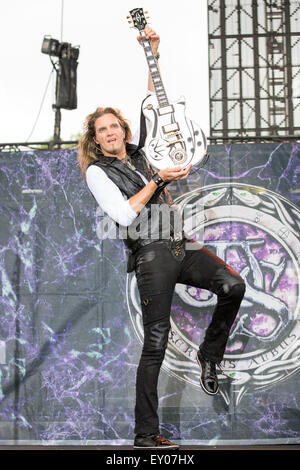 Oshkosh, Wisconsin, USA. 16th July, 2015. Guitarist JOEL HOEKSTRA of Whitesnake performs live at the Rock USA music - Stock Photo