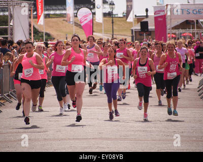 Portsmouth, UK. 18th July, 2015. The all female line up of participants start  the Race For Life - Pretty muddy. - Stock Photo