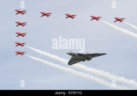 """Fairford, UK. 18th July, 2015. AVRO Vulcan B"""" XH558 in a flypast with the RAF Red Arrows Display team at RAF Fairford - Stock Photo"""
