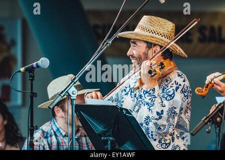 Gateshead, UK - 18th July 2015 - Sir Bradley Creswick & the RNS Allstar Strings performing at the Summertyne Americana - Stock Photo