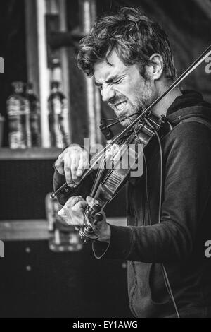 Gateshead, UK - 18th July 2015 - Marty O'Reilly violinist performs on the Sage outdoor stage at Summertyne Americana - Stock Photo
