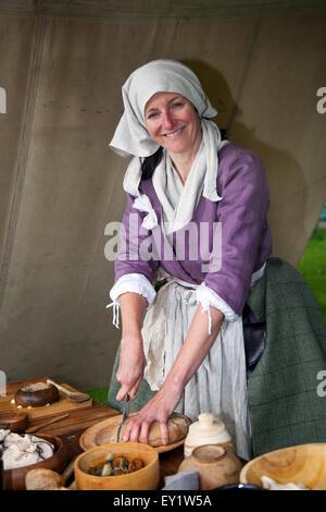 Hoghton Towers, Chorley, Lancashire, UK.19th July, 2015.  Beck Kay cutting Rye Bread at the Battle of Preston – - Stock Photo