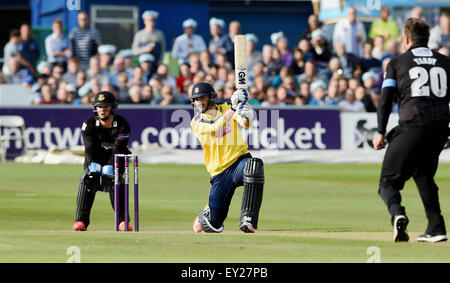 Hove UK Friday 17th July 2015 - James Vince batting for Hampshire watched by Sussex wicketkeeper Craig Cachopa during - Stock Photo