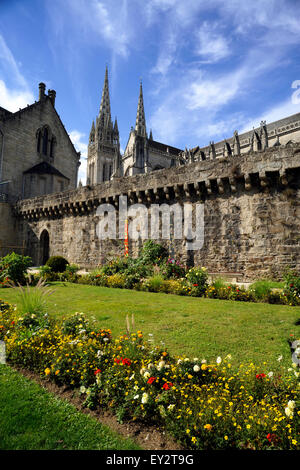 france, brittany (bretagne), finistere, quimper, town walls and cathedral - Stock Photo