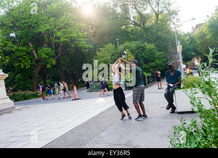 New York, NY - 20 July 2015 - A couple dancing in front of the Washington Square Arch on a hot summer day. ©Stacy Walsh Rosenstock/Alamy