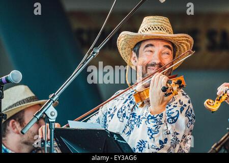Gateshead, UK - 18th July 2015 - Sir Bradley Creswick & the RNS Allstar Strings performing at the Summertyne Ameri - Stock Photo