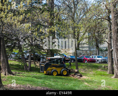 New Holland skid steer with log cutting attachment, Lawrence campus, Kansas University, Kansas, USA - Stock Photo
