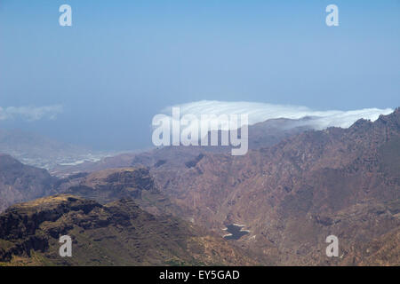 Inland Central Gran Canaria, view west from Roque Nublo, layers of couds coming over the moutains from the north - Stock Photo
