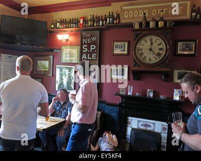 West Riding Pub, Dewsbury Railway Station, West Yorkshire, England, UK with drinkers - Stock Photo